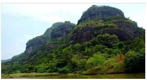 越王山风景旅游区位于紫金县古竹镇越王山(含越王山和长排山景区),是